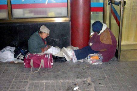 露宿北京街頭的中國訪民。(網絡圖)