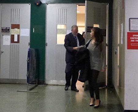 郑薇薇安上周三上庭,因当天适逢犹太假日,钱未到账,案件推延到昨日。