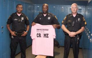 """""""警蓝变粉色""""爱迪生市警局参与防治乳癌宣传月活动"""