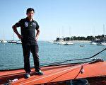 有中国第一水手之称的郭川在太平洋单独驾帆船,北京时间25日下午3时与亲友联络后失踪。(JEAN-SEBASTIEN EVRARD/AFP/Getty Images)