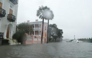 马修飓风在美酿六死 直扑北卡 仍很危险