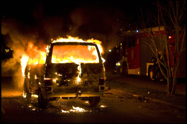 丹麦纵火烧车案蔓延 今年已有185辆车被焚