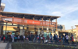 马州新奥莱开业 顾客排长龙刷爆收银机