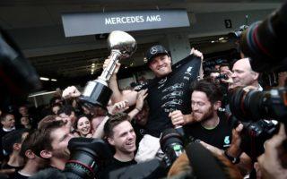 F1日本站 梅赛德斯提前夺年度车队总冠军
