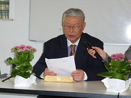 旅丹異議人士楊光先生向聽眾介紹他在國內朋友所披露的大規模活摘法輪功學員器官的內幕。(林達/大紀元)