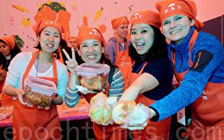 组图:首尔泡菜文化节 体验手作乐趣