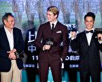 李安导演(左)带着最新力作《比利.林恩的中场战事》与演员回到故乡台南举行公益首映。(双喜提供)