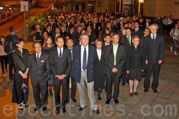反人大释法 香港法律界2千人黑衣静默游行