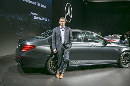 車廠輪番發表新車款 洛杉磯車展進入高潮