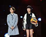 林宥嘉(左)在大陆歌唱节目中,携手郁可唯演绎《浪费》。(公关提供)