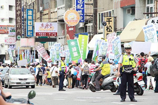 環保聯盟9月18日舉辦「拒發台化生煤許可證」大遊行,3千多名民眾站出來聲援。(郭益昌/大紀元)