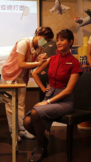 華航提供員工免費施打流感疫苗。(施芝吟 /大紀元)