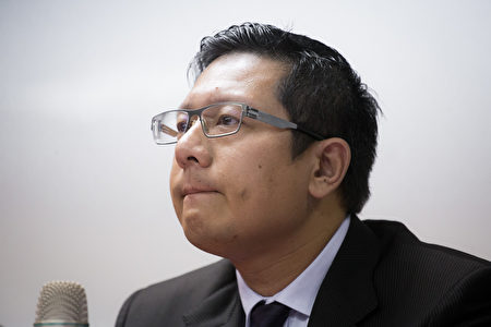 復興航空22日舉行記者會,董事長林明昇說明公司營運狀況。(陳柏州/大紀元)