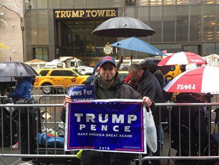 藍領移民羅森伯爾大選第二天在川普大廈前表示支持。
