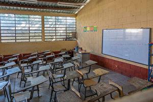 康山一所小学发生诺如病毒感染.图为一间空教室。 (Photo by: Education Images/UIG via Getty Images)