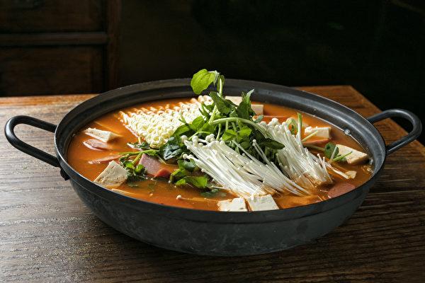 "HAN BAT""部队火锅""是中国食客的最爱。(张学慧/大纪元)"