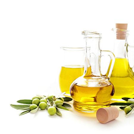 液體黃金橄欖油(Fotolia).