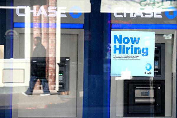 大選前四天,勞工部公佈十月份就業報告,會否影響大選,值得觀察。(Justin Sullivan/Getty Images)