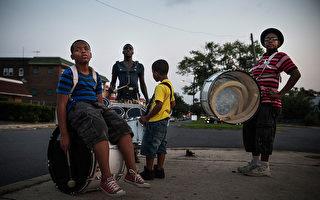 新州卡姆登社區放學後打鼓的孩子。(Getty Image)