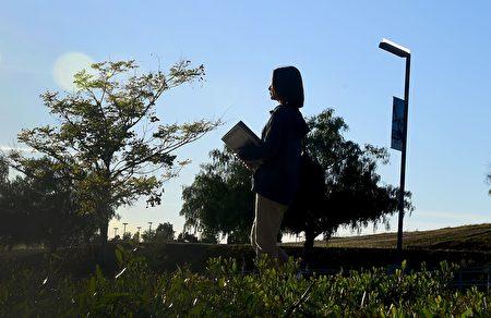 中国小留学生在美国要独自一人面对各式各样的挑战。(FREDERIC J. BROWN/AFP/Getty Images)