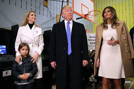 美國共和黨總統候選人川普週二在紐約住家附近投票,投完票後對記者開玩笑地說,對他而言,要投給誰真是個「困難抉擇」。(Chip Somodevilla/Getty Images)