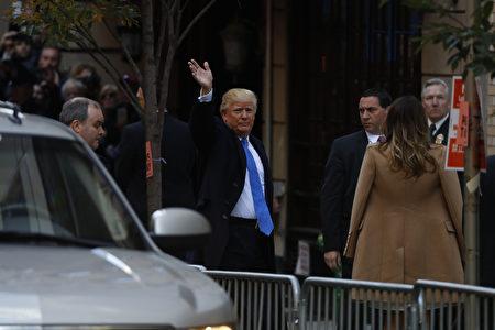 美國共和黨總統候選人川普週二在紐約住家附近投票,投完票後對記者開玩笑地說,對他而言,要投給誰真是個「困難抉擇」。(Aaron P. Bernstein/Getty Images)