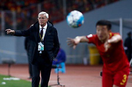 四轮比赛过后,高洪波辞职,意大利名帅里皮出任中国男足主帅。(STRINGER/AFP/Getty Images)