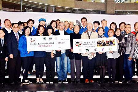 圖:2016年9月17日,溫哥華影視人協會在溫哥華國際村舉辦「明星愛丹青」愛心籌款活動,共籌得1.5萬加幣善款,部分善款捐給卑詩省老人送餐服務(BC Care)。(圖片由周秀蘭提供)