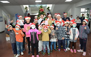 歡度聖誕 警察守護滿足孩童心願