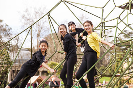 學生在飛天學院感受到純淨、祥和的氛圍,同時遇事能堅強、獨立。(加州飛天藝術學院提供)