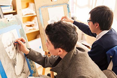 飛天學院很注重學生的藝術教育。(加州飛天藝術學院提供)