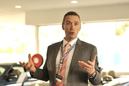 Doncaster BMW總經理Ingo Reisch先生主持發佈會。(安柏超/大紀元)