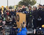 12月4日,奧克蘭市長利比·沙夫(Libby Schaaf)第二天在火災現場舉行記者會。(林驍然/大紀元)