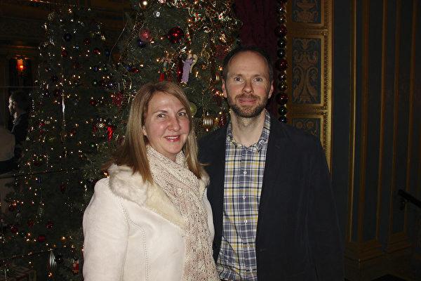 圖為與Todd Watson一道前來的朋友Keri Libbe和她的丈夫,密西根大學的人力資源經理Doug Bunce。(尹婉/大紀元)