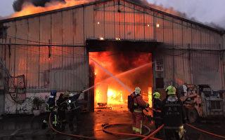 新北芦洲工厂区火警 延烧邻栋