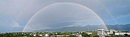 6月19日清晨6時許,台東天空u,3出現的雙彩虹美景。(陳亭均提供)