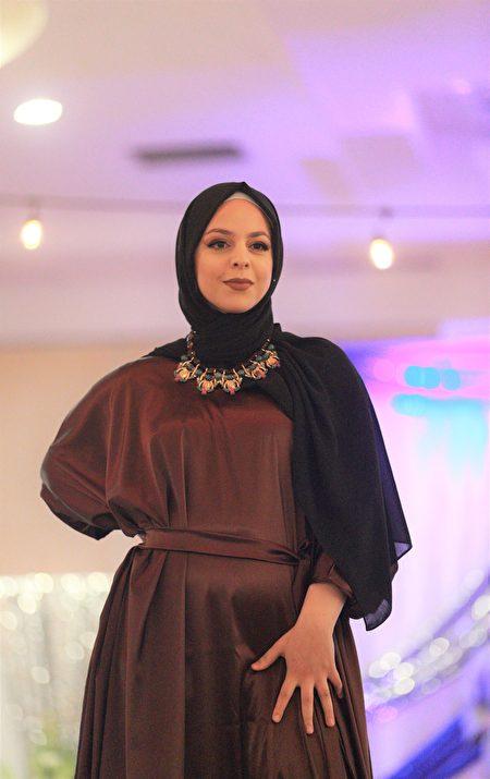 穆斯林女性時裝秀模特展示服裝。(石玉斌/大紀元)