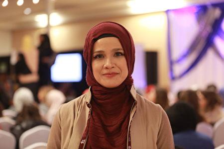 《阿齊茲雜誌》創意總監和聯合創始人妮娜•索蕊格澤安瑪。(石玉斌/大紀元)