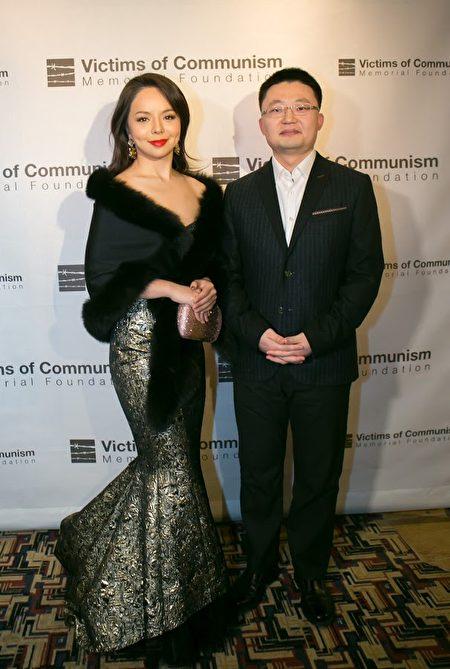 《血刃》导演李云翔和女主演、加拿大世界小姐林耶凡。(李莎/大纪元)