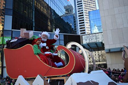 圖:溫哥華羅渣士聖誕大遊行帶來了節日的喜慶氣氛。(唐風/大紀元)