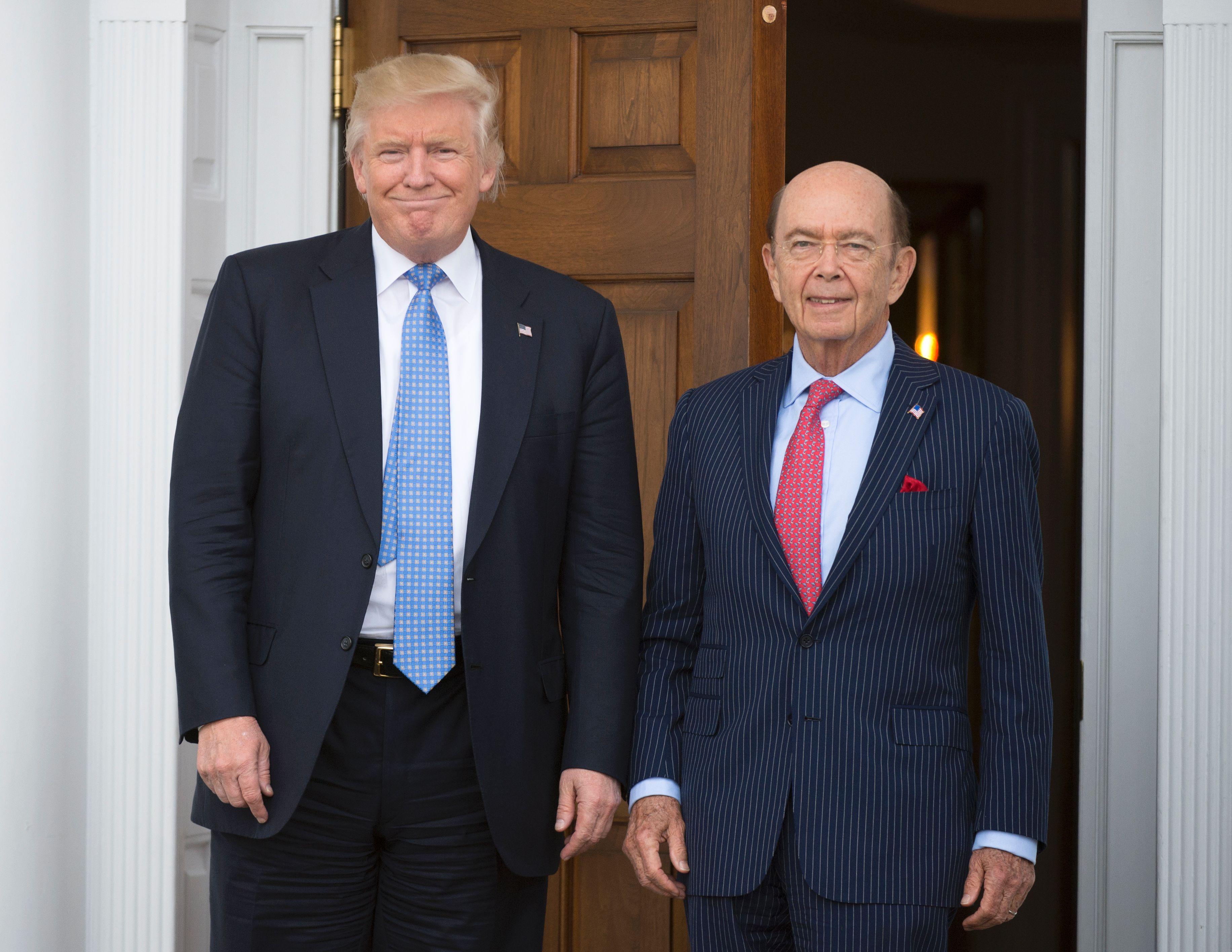 美國候任商務部長羅斯(右)在華爾街金融圈及企業界,是受人尊敬的成功投資者。(Drew Angerer/Getty Images)