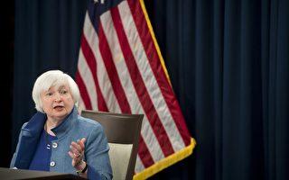 12月14日,美聯儲終於升息,不但升息,還釋放了明年加速升息的信號,這讓衡量美元對其他主要貨幣匯率的美元指數飆升至14年新高。 (SAUL LOEB/AFP/Getty Images)