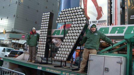 17数字灯抵达纽约时代广场。