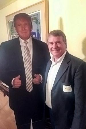 川普加州競選總監麥高慕(Malcom McGough,右)。(趙米雪/大紀元)
