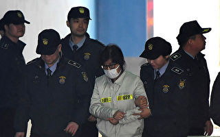 "Choi Soon-Sil (C), who has been dubbed Korea's ""female Rasputin"" for the influence she wielded over the now-impeached president Park Geun-Hye, arrives for her trial at a court in Seoul on December 19, 2016. The woman at the centre of a corruption scandal that triggered the biggest political crisis for a generation in South Korea appeared in court on December 19 for a preliminary hearing in her trial on fraud charges. / AFP / JUNG Yeon-Je        (Photo credit should read JUNG YEON-JE/AFP/Getty Images)"