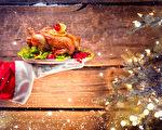 专家提醒,避免鸡肉夹生,处理生鸡时也需留意,以免感染食源性病菌——空肠弯曲菌,造成严重后果。(Subbotina Anna/Shutterstock)