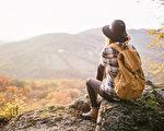 人生的旅行,有很多不同的形式。有人追逐山光水色;有人探索內心世界。(fotolia)