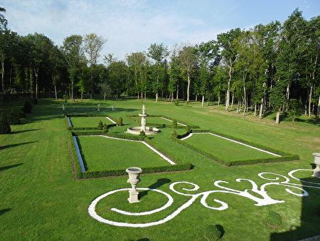 精致的法式花园。(克乐伊特城堡提供)