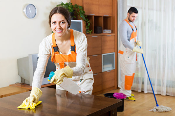 清理环境卫生时也是同时在扫除负面能量。(fotolia)
