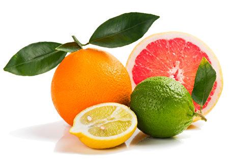 五颜六色的柑橘水果。